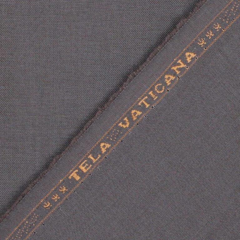 Le véritable tissu soutanes et vêtements religieux est orné de la broderie Tela Vaticana