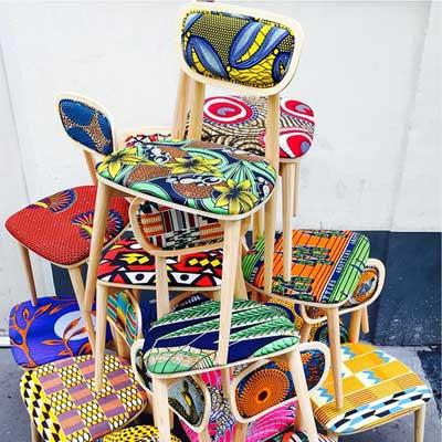 Réalisations originales de chaises avec des tissus wax colorés