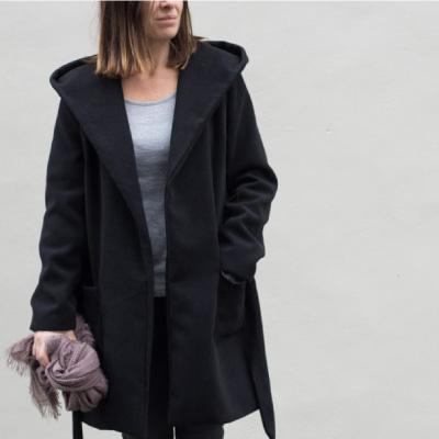 Manteau Noir de mademoiselle M vu de face